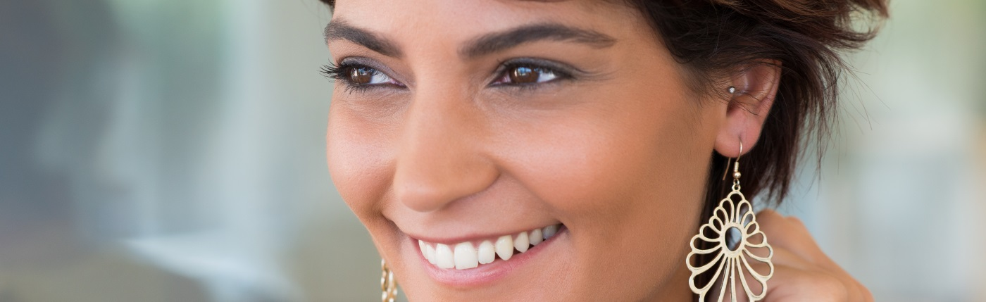 A woman smiling portrays the concept of free whitening at Discovery Smiles Dentistry.