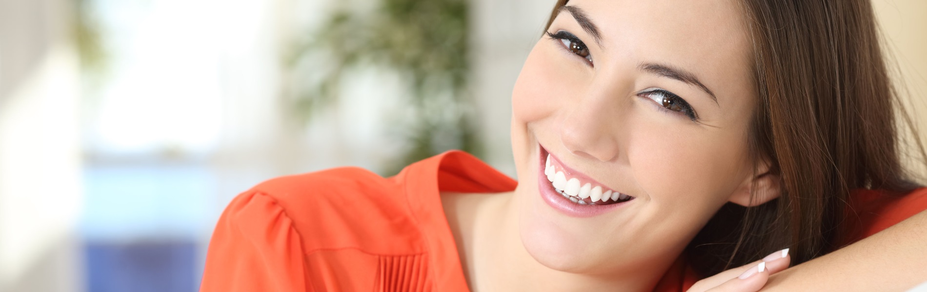 A young, smiling woman portrays the concept of dental care Tucson at Discovery Smiles Dentistry.